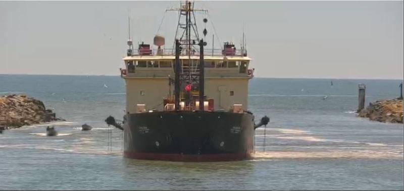 Dredge-at-Port-of-Brookings-Harbor-6-09-2021