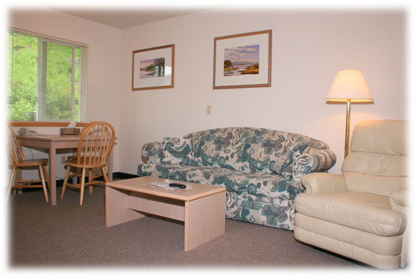 All motel Standard suites include a reclining lounge chair, small dining table and reading lamps.