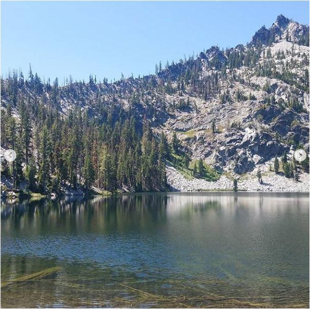 Sean-Nolan-PCT-passing-Mt.-Shasta-then-onto-Seiad-Valley4